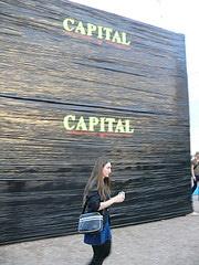 Capital. Frau.