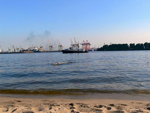 Urlaub an der Elbe: Freibad Hamburg