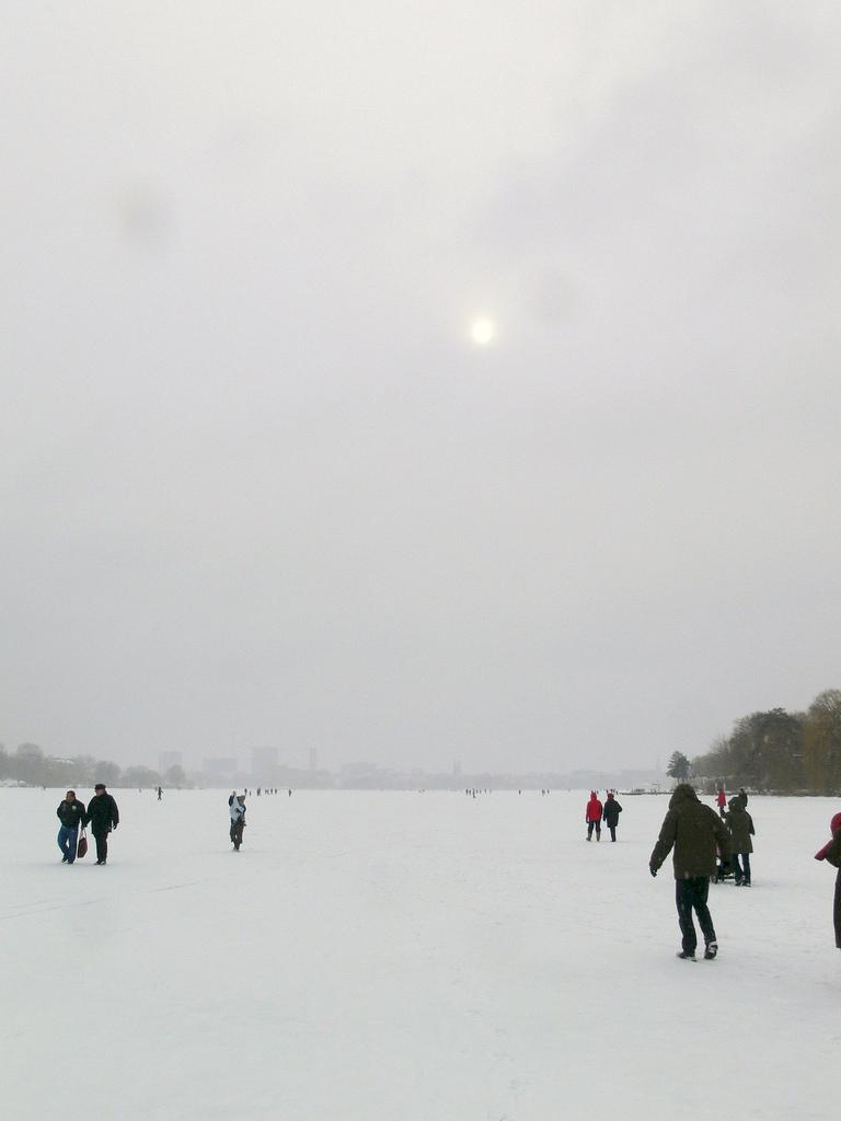Privates Alstervergnügen 2010 auf der gefrorenen Alster