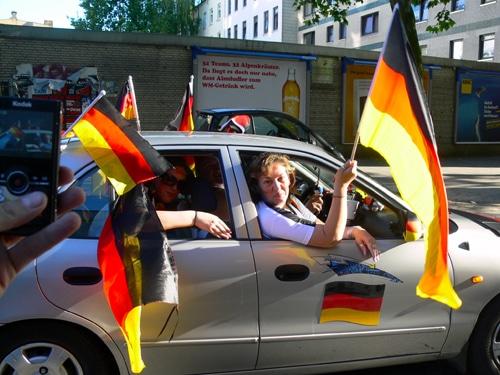 Autokorso in Hamburg nach historischem Achtelfinalsieg gegen England