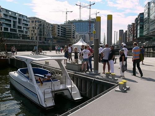 Solarboot Green Life im Traditionsschiffhafen HafenCity