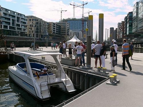Green Life Solar-Boot im Hamburger Hafen