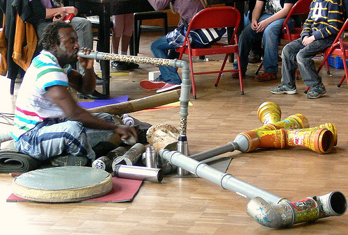 Mamba Clacks Musik mit Müllinstrumenten