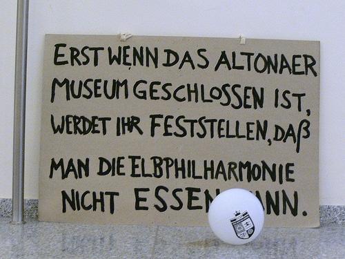 Spruch - Altonaer Museum Elbphilharmonie