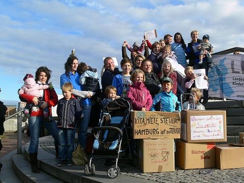 Bildung ist ein Grundrecht – Hamburger Volksinitiative fordert Rücknahme der Kita-Gebührenerhöhung
