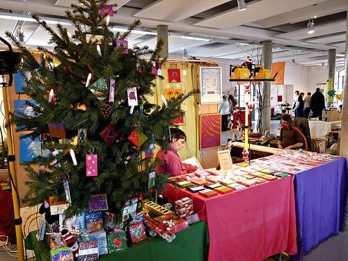 Ökologische Weihnachtsmarkt und seine Künstler