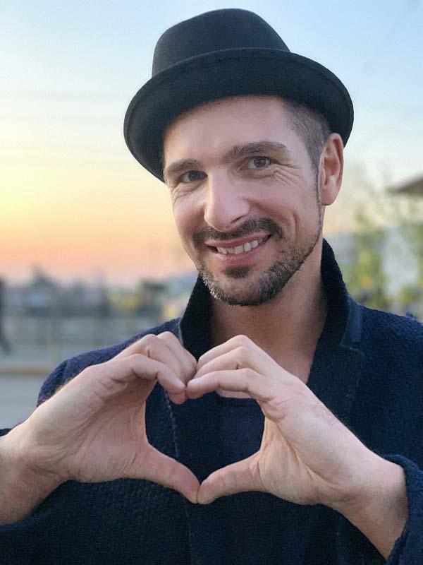 Verkaufsoffener Sonntag mit dem gehörlosen TV-Star Benjamin Piwko