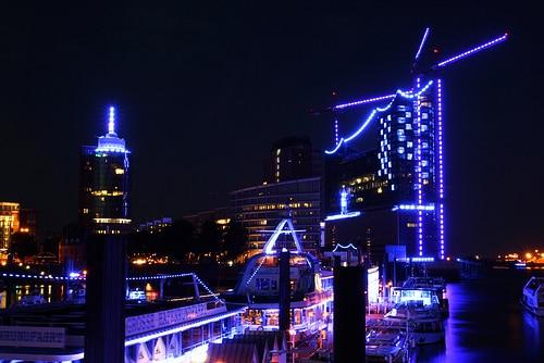 Blue Port: Anleger Baumwall vor der Elbphilharmonie von Stefan le Breton