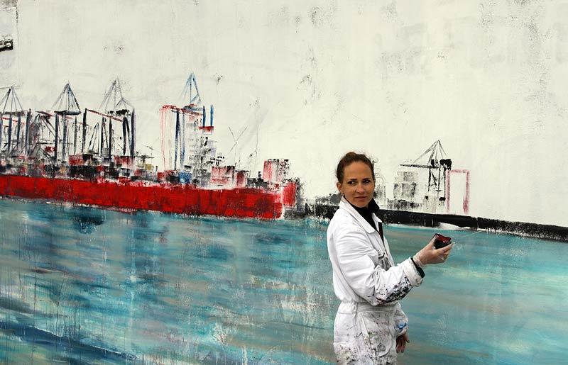 Live-Kunst am Elbstrand neben der Strandperle mit Jeannine Platz