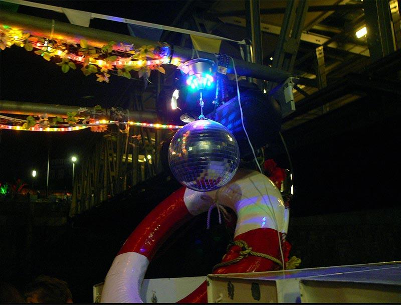 Jubiläum der Freakbarkasse: 10 Jahre Frau Hedi auf 10 Schiffen ab 10.00 Uhr