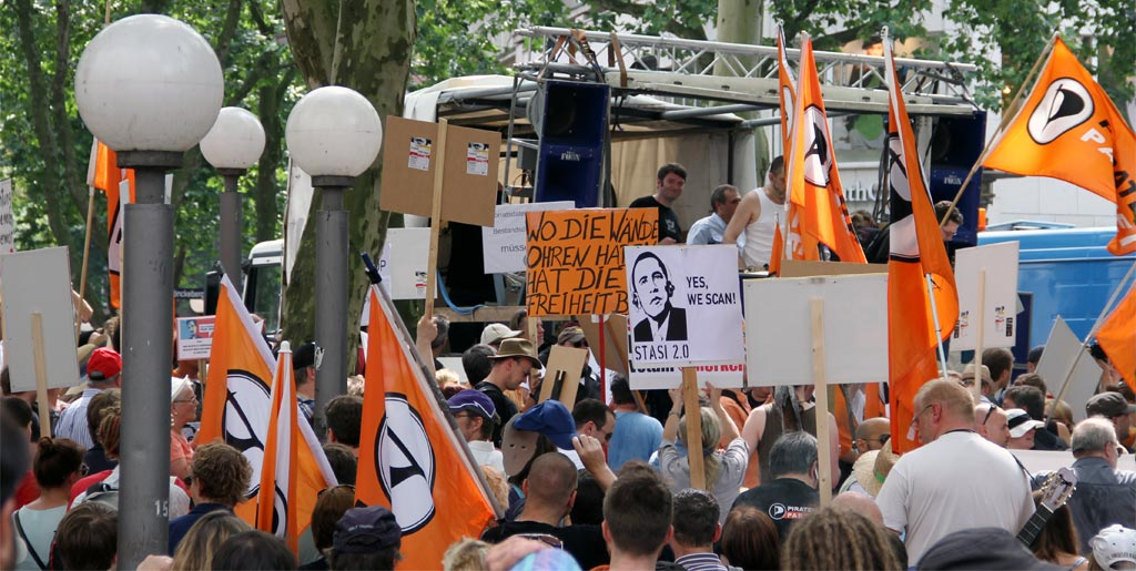 #StopWatchingUs Demo in Hamburg und Andersdenkende