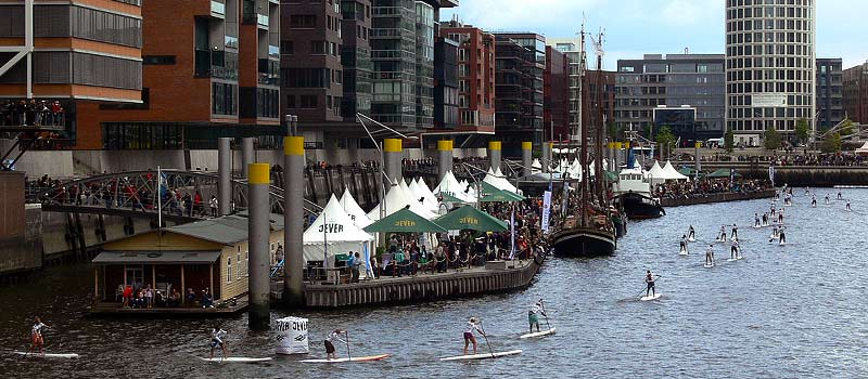 Standup-Paddling: Camp David SUP World Cup in der HafenCity
