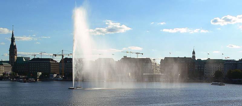 E.ON Hanse AlsterCup: Ruder- und Schwimmevent auf der Hamburger Binnenalster