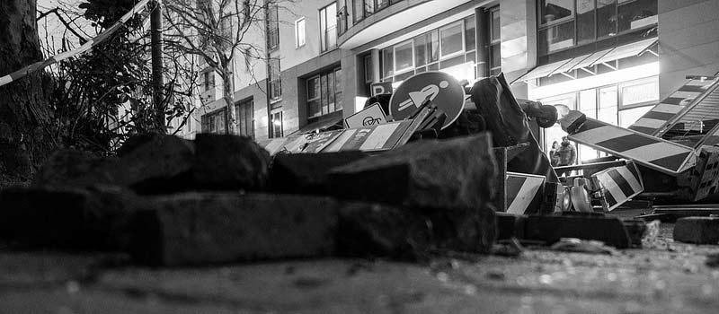 ROTE FLORA: Krawall, Krawall! Taubtrüber spinnst am Schanzenhain!