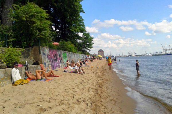 Sommertag am Elbstrand in Hamburg