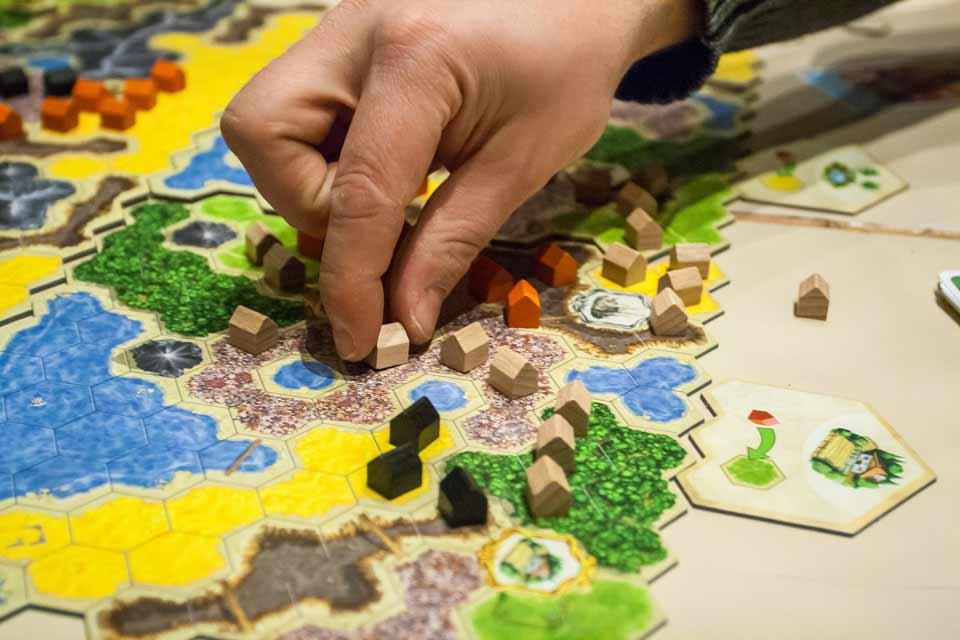 Gesellschaftsspiele – Barmbeker Spieletag in der Zinnschmelze-Umbaubude