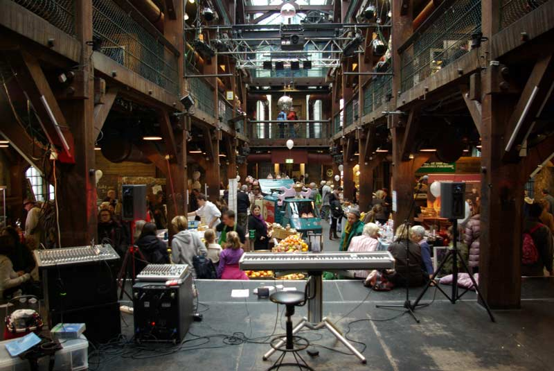 Benefiz für jugendliche unbegleitete Flüchtlinge in der Hamburger Fabrik