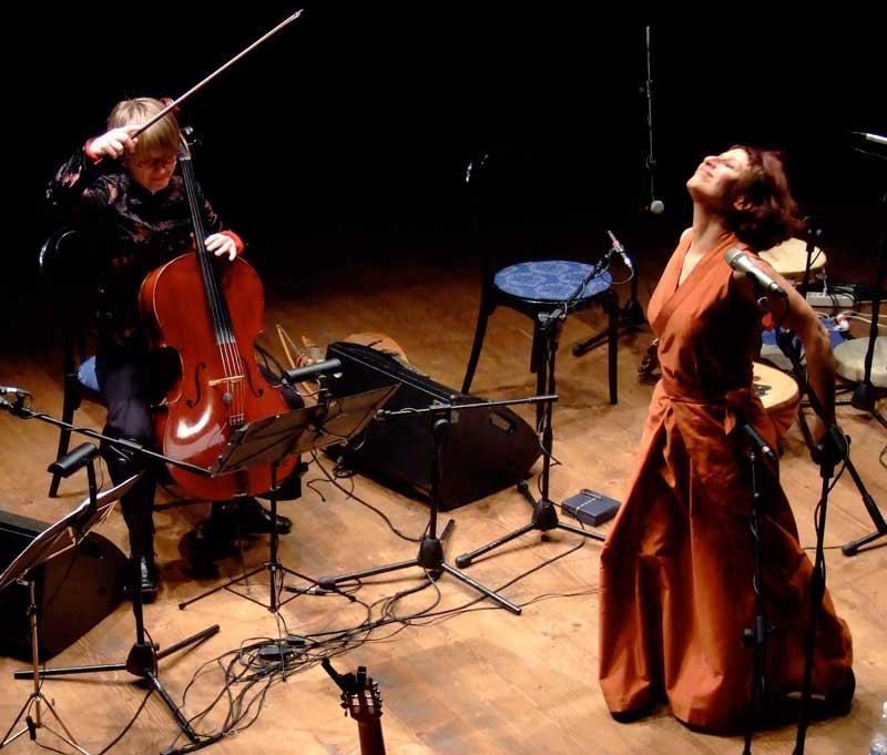 Etta Scollo im NDR Kultur Foyerkonzert on tour im Haus der Kunst in den Deichtorhallen