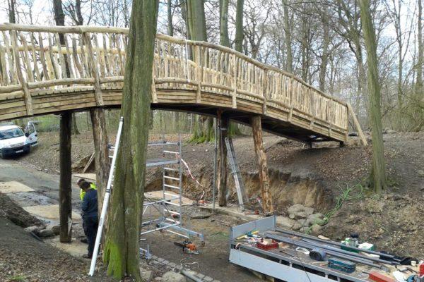 Die neue Knüppelbrücke im Jenischpark