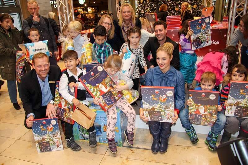 Geschenkespendenaktion 'Ein Herz für Kinder' in der Europa Passage