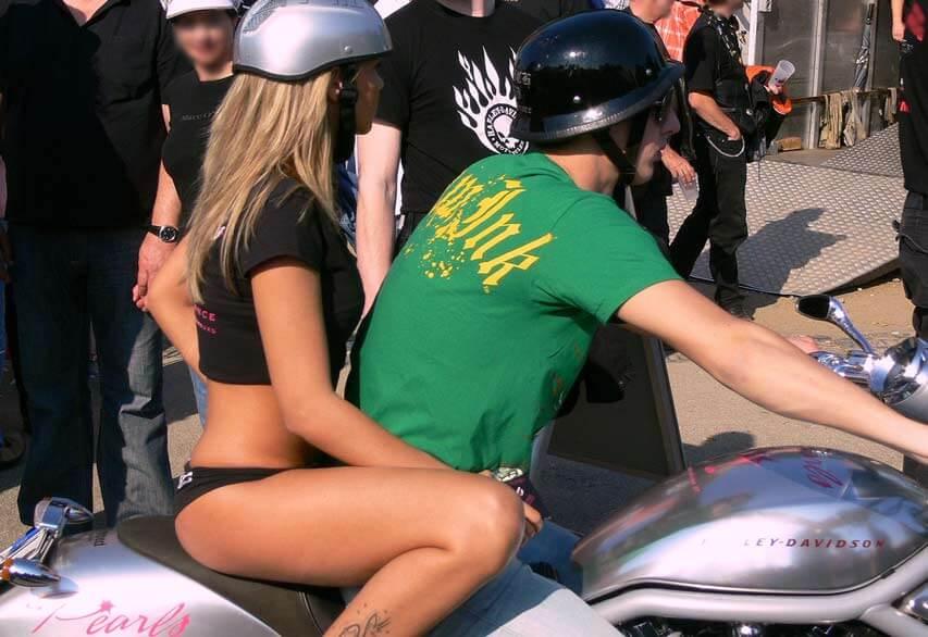 Die Motorradsaison hat begonnen – wohin mit dem Auto?