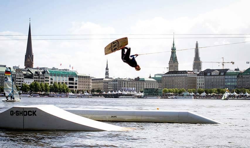 Wake-Masters: Wakeboarden der Spitzen-klasse beim Hamburger Alstervergnügen