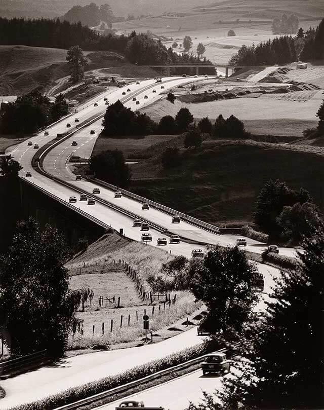 Fotografie-Ausstellung im MKG: Auf der Autobahn in die moderne Welt