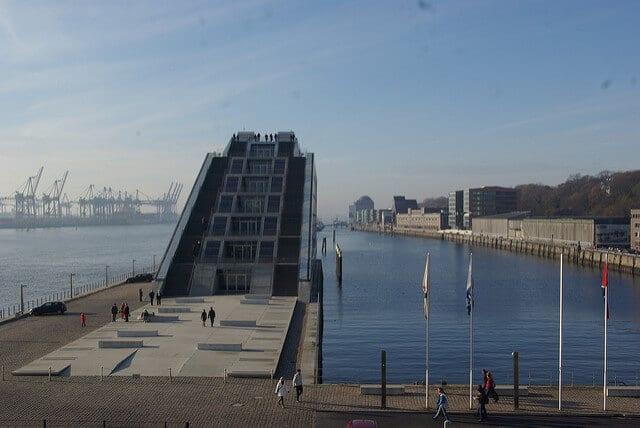 Dockland in Hamburg: Kreuzfahrttage in der Europa Passage