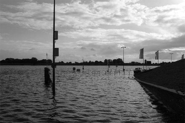 Dove-Elbe: Flut in Hamburg