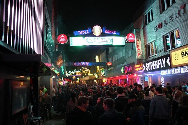 Hauptsache besoffen: Der ganze Kiez ein Kiosk – Club-Betreiber gegen Kiosk-Besitzer