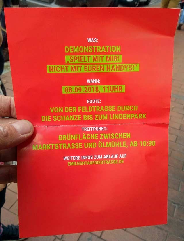 Kinder-Demo in Hamburg gegen den Handywahn der Eltern