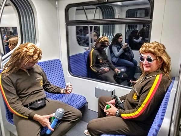 Dieter Thomas Kuhn Fans in der Theaternacht in der S-Bahn
