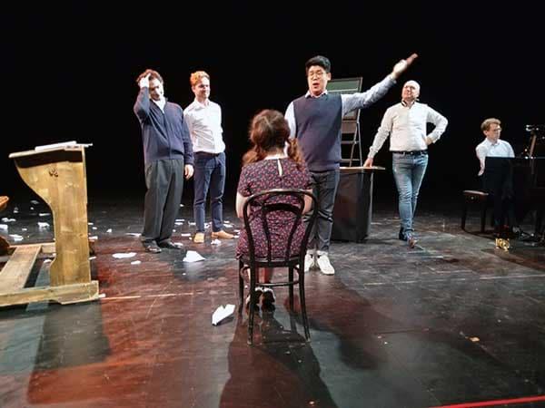Opernsänger*innen auf der Probenbühne der Staatsoper