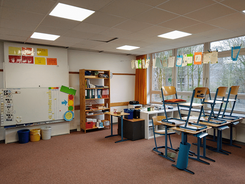 Schule ist aus - Leeres Klassenzimmer der Max-Brauer-Schule in Hamburg
