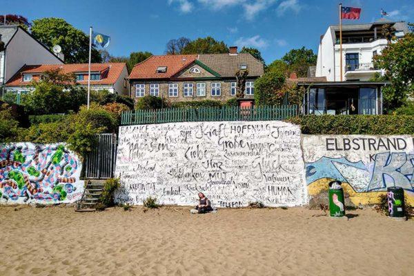 Kunst in Hamburg am Elbstrand von Jeannine von Platz